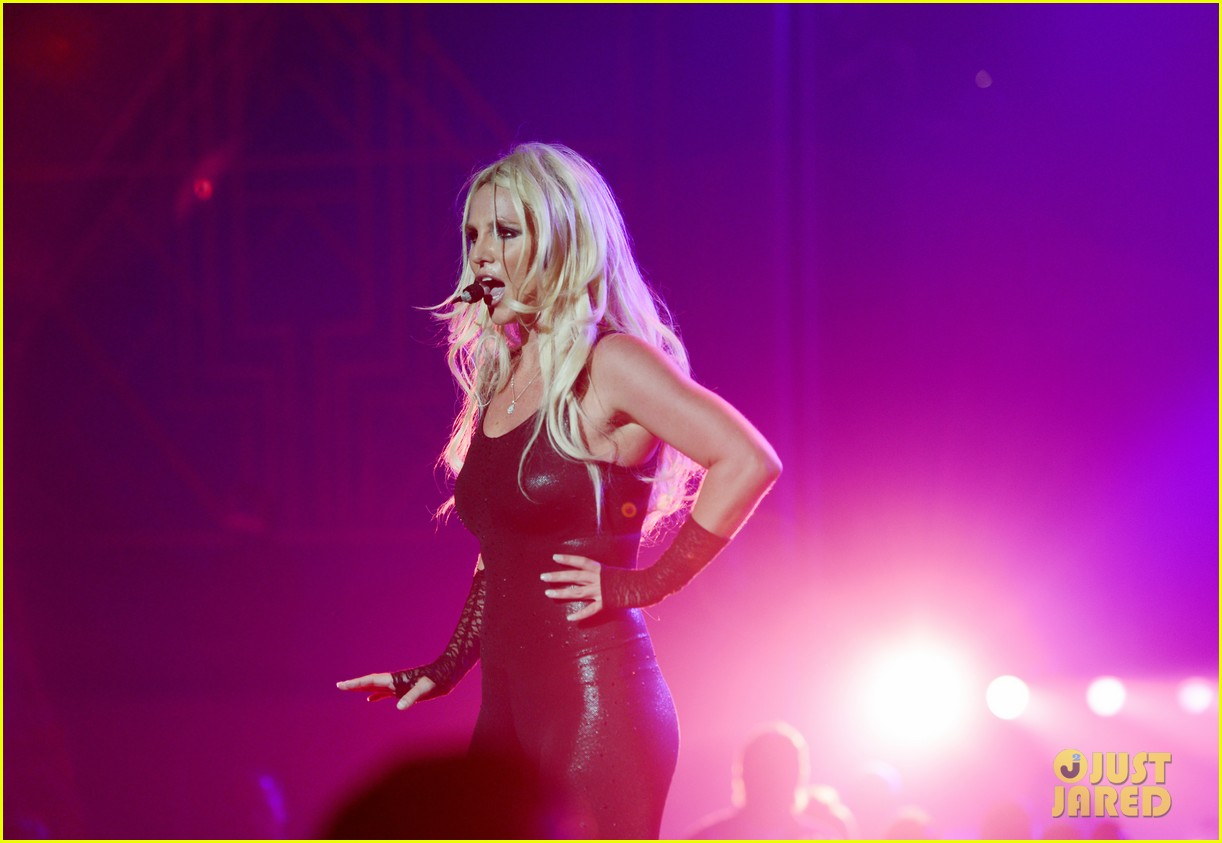 britney spears makes her vegas return 02