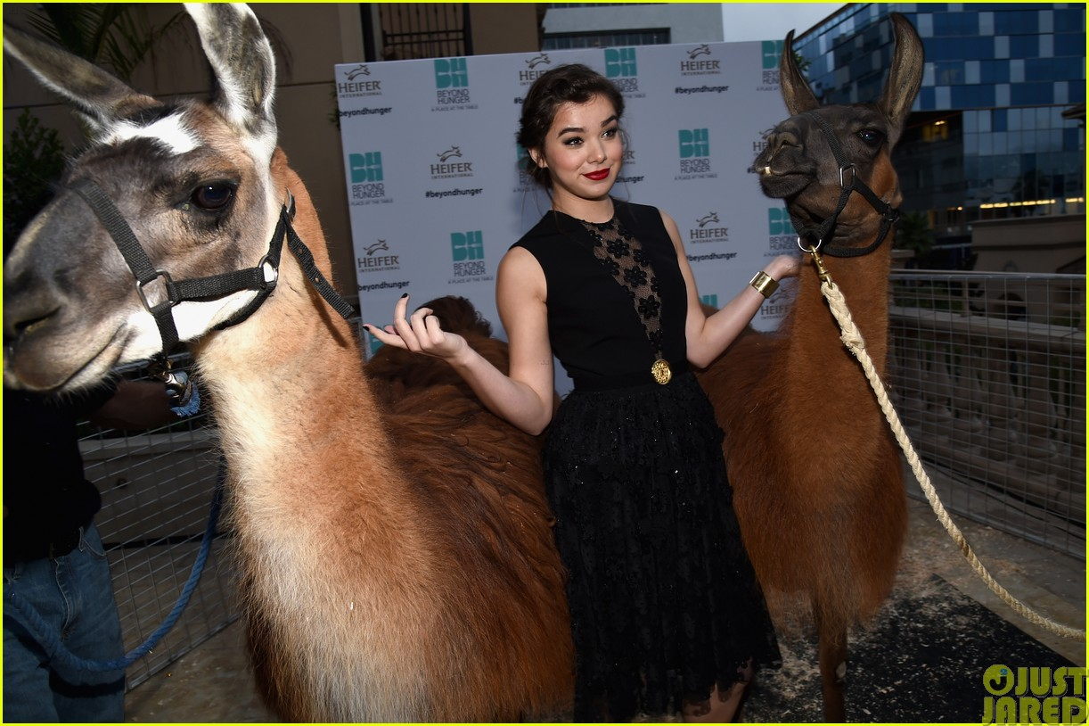 hailee steinfeld llama poses beyond hunger party 05