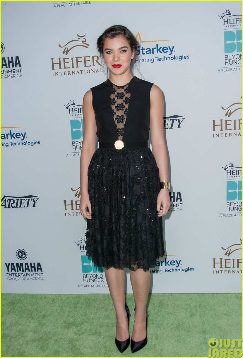 hailee steinfeld llama poses beyond hunger party 08