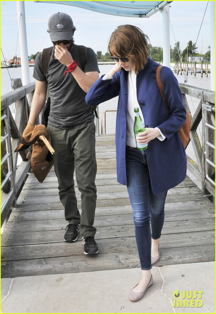 emma stone andrew garfield leave venice after film festival 03