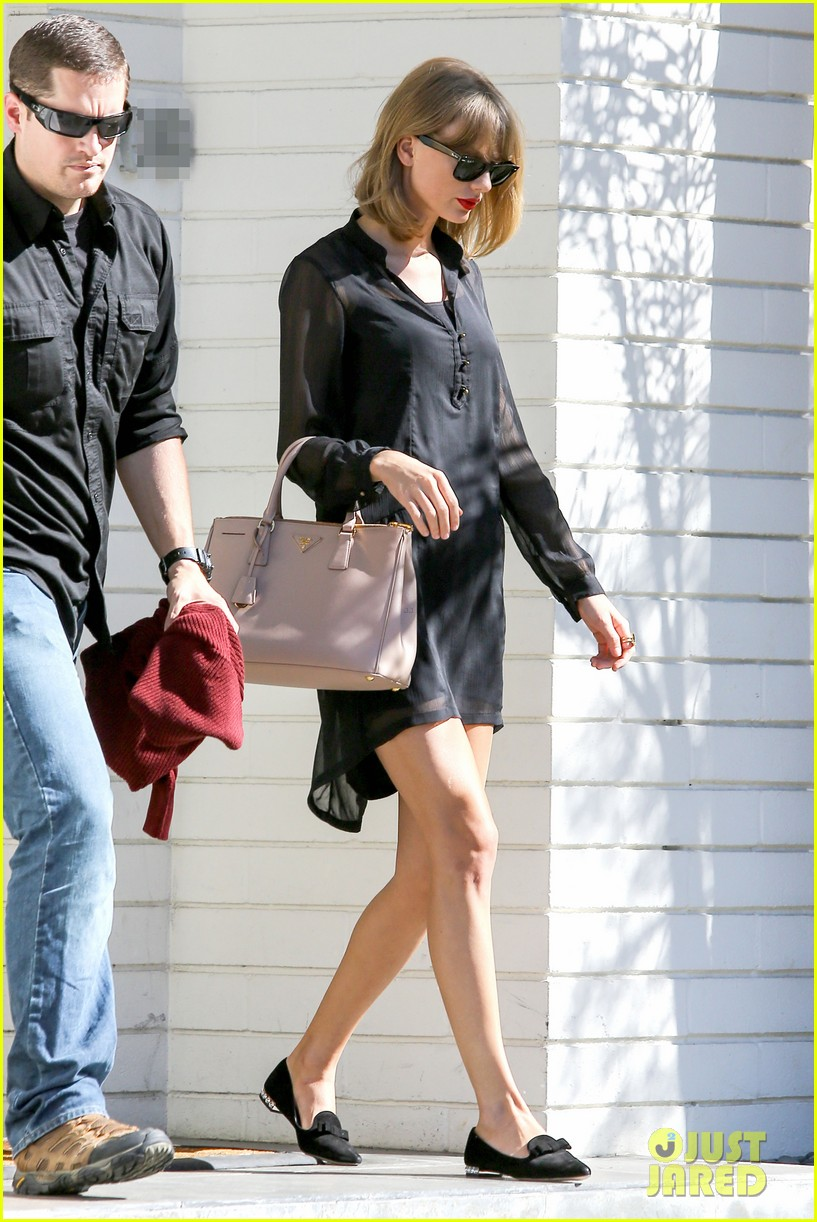taylor swift steps out after near run in with john mayer 013180332