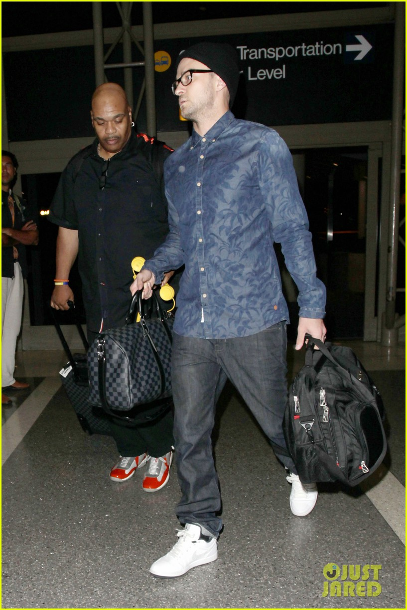 justin timberlake jets out of lax for the uk leg of his 2020 02