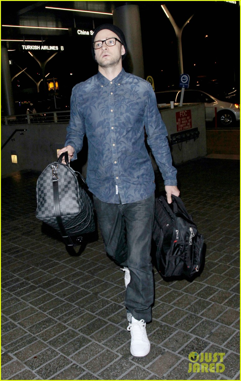 justin timberlake jets out of lax for the uk leg of his 2020 03