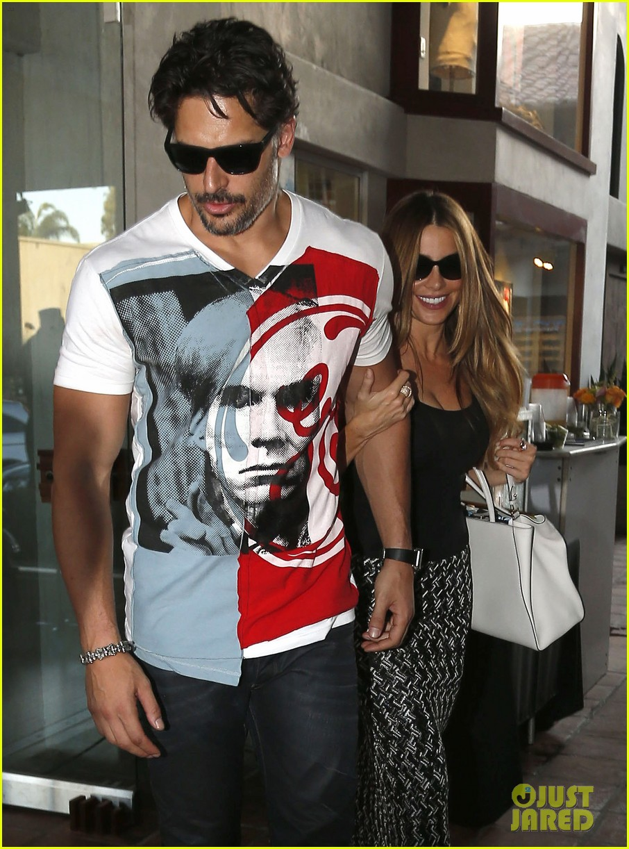 sofia vergara holds tight to joe manganiello huge bicep 133181797