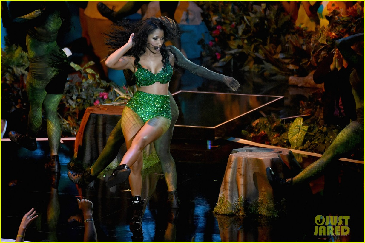 mtv vmas opening performance 03