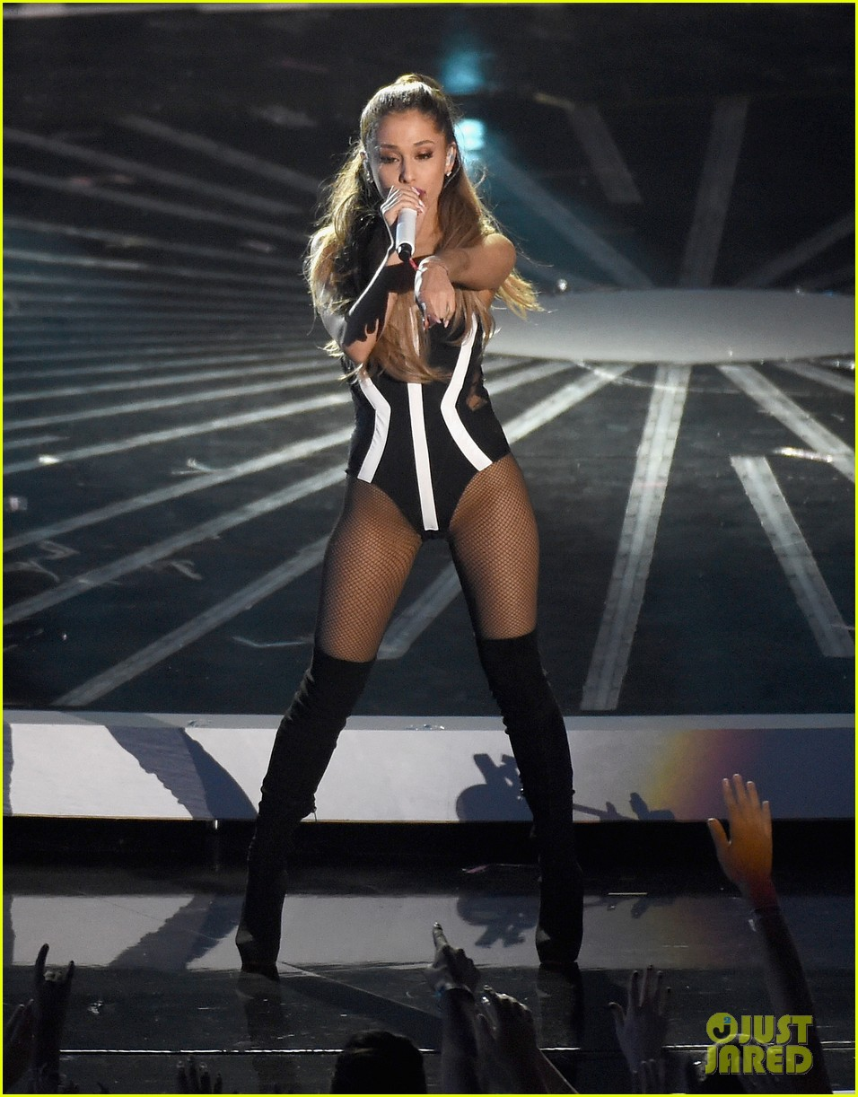mtv vmas opening performance 13