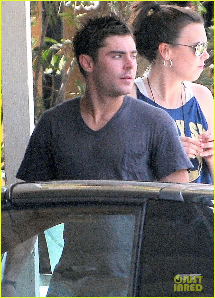zac efron gets roughed up on we are your friends set 023179325