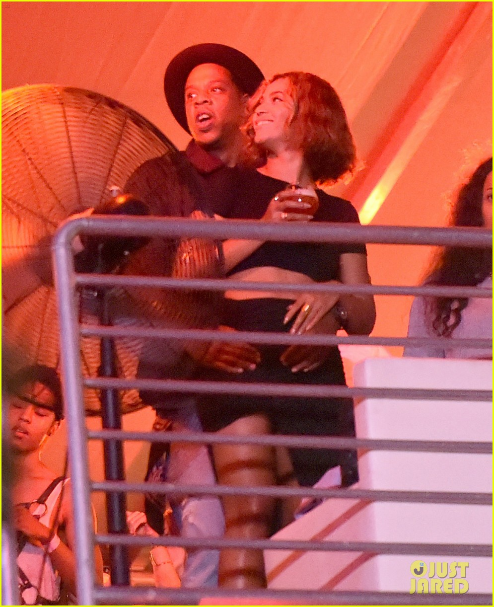 beyonce jay z combat split rumors by looking so in love 16