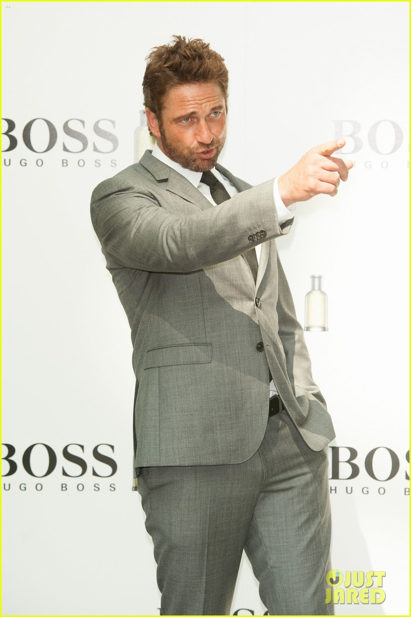 gerard butler unveiled as face of boss bottled 02