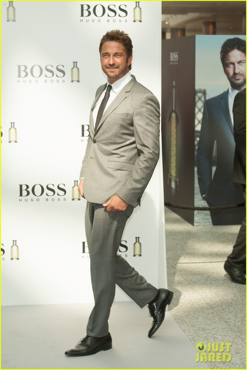 gerard butler unveiled as face of boss bottled 09