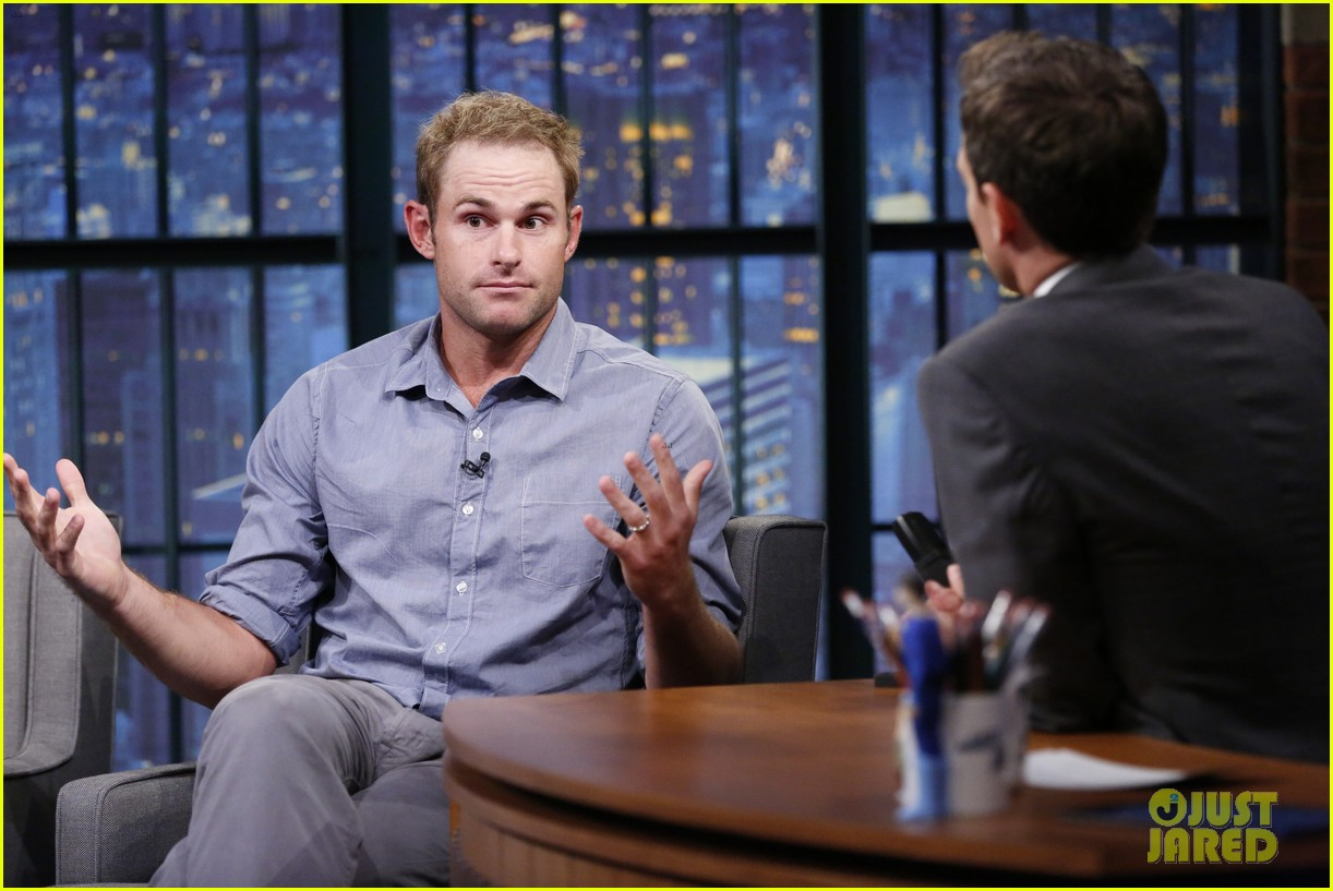 brooklyn decker accompanies hubby andy roddick at late night with seth meyers 02