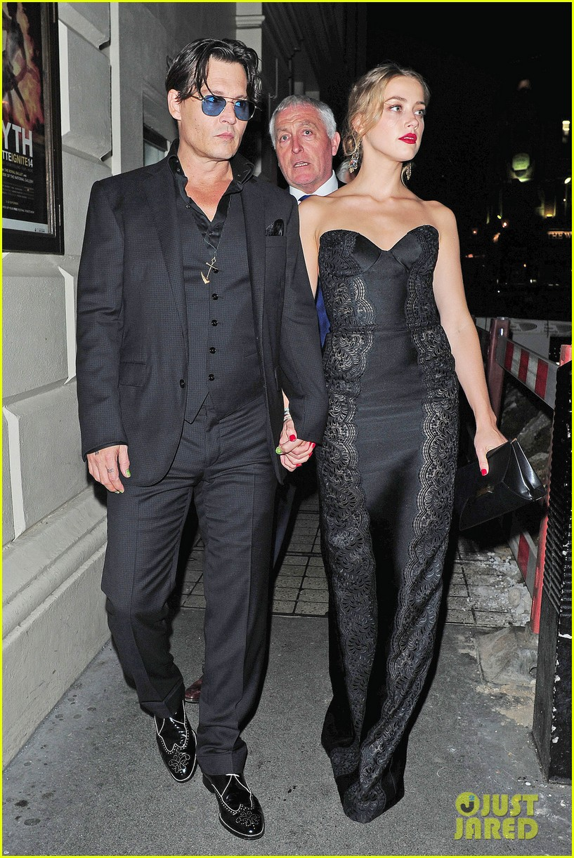 johnny depp amber heard hold hands gq men of the year awards 123189120