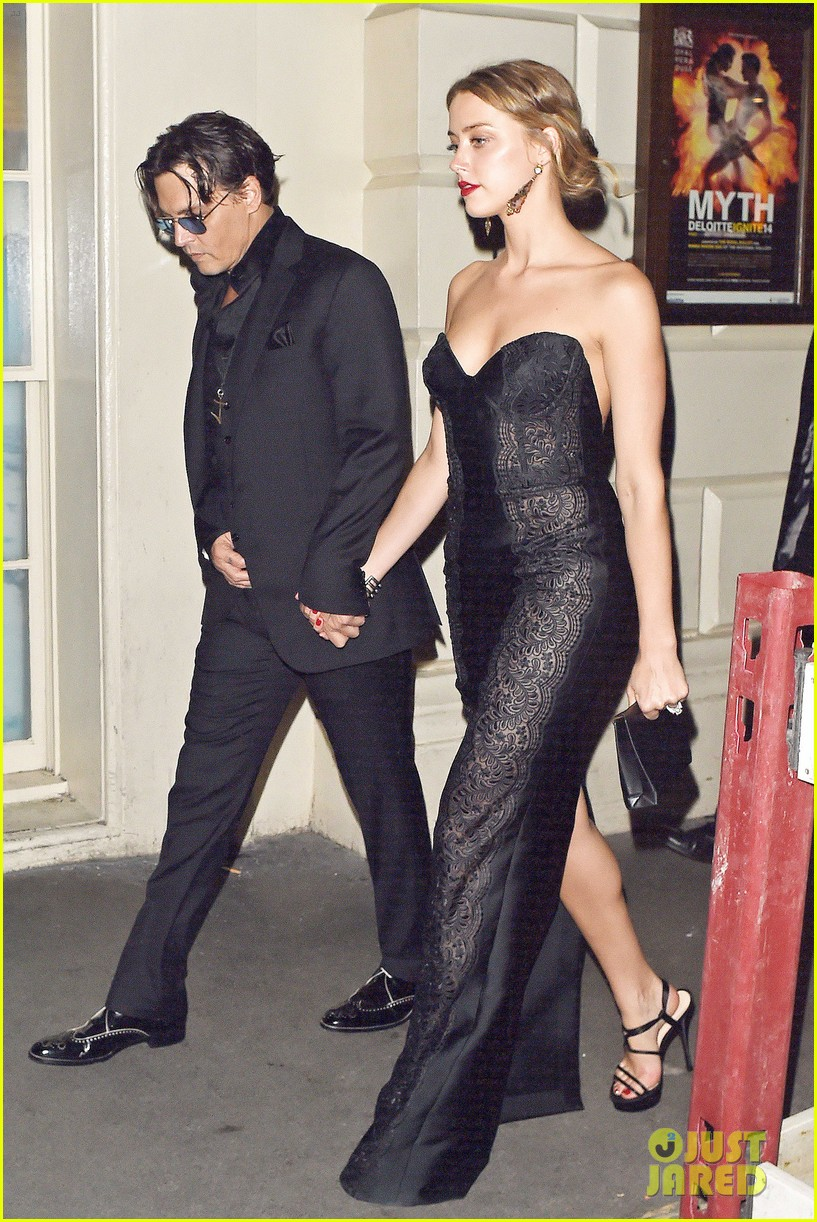 johnny depp amber heard hold hands gq men of the year awards 153189123