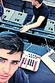 zac efron showcases dj skills for we are your friends 04