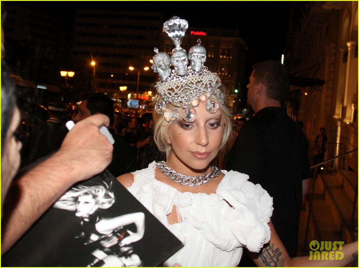 lady-gaga-makes-fashion-statement-wearin