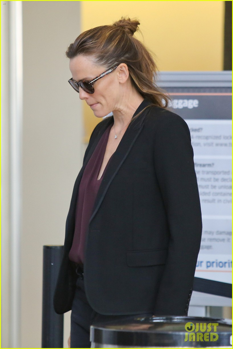 jennifer garner scott speedman land in toronto for tiff 073189431