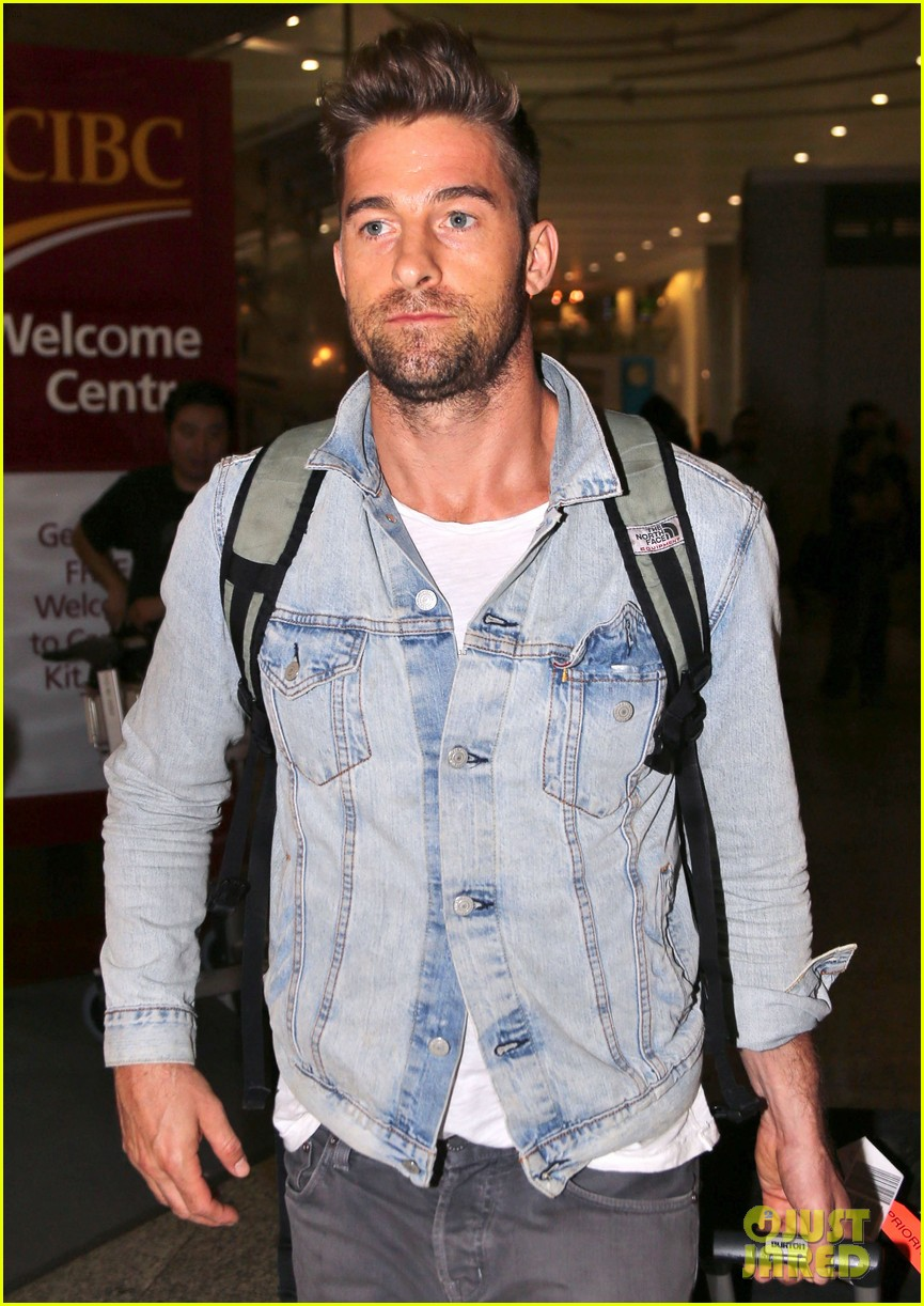 jennifer garner scott speedman land in toronto for tiff 18