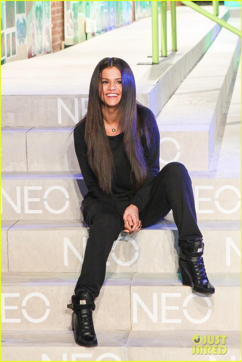 selena gomez adidas neo label show 15