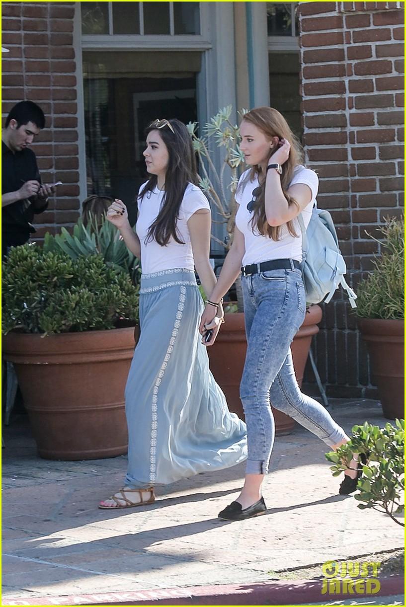 hailee steinfeld sophie turner hold hands girls day 223187133