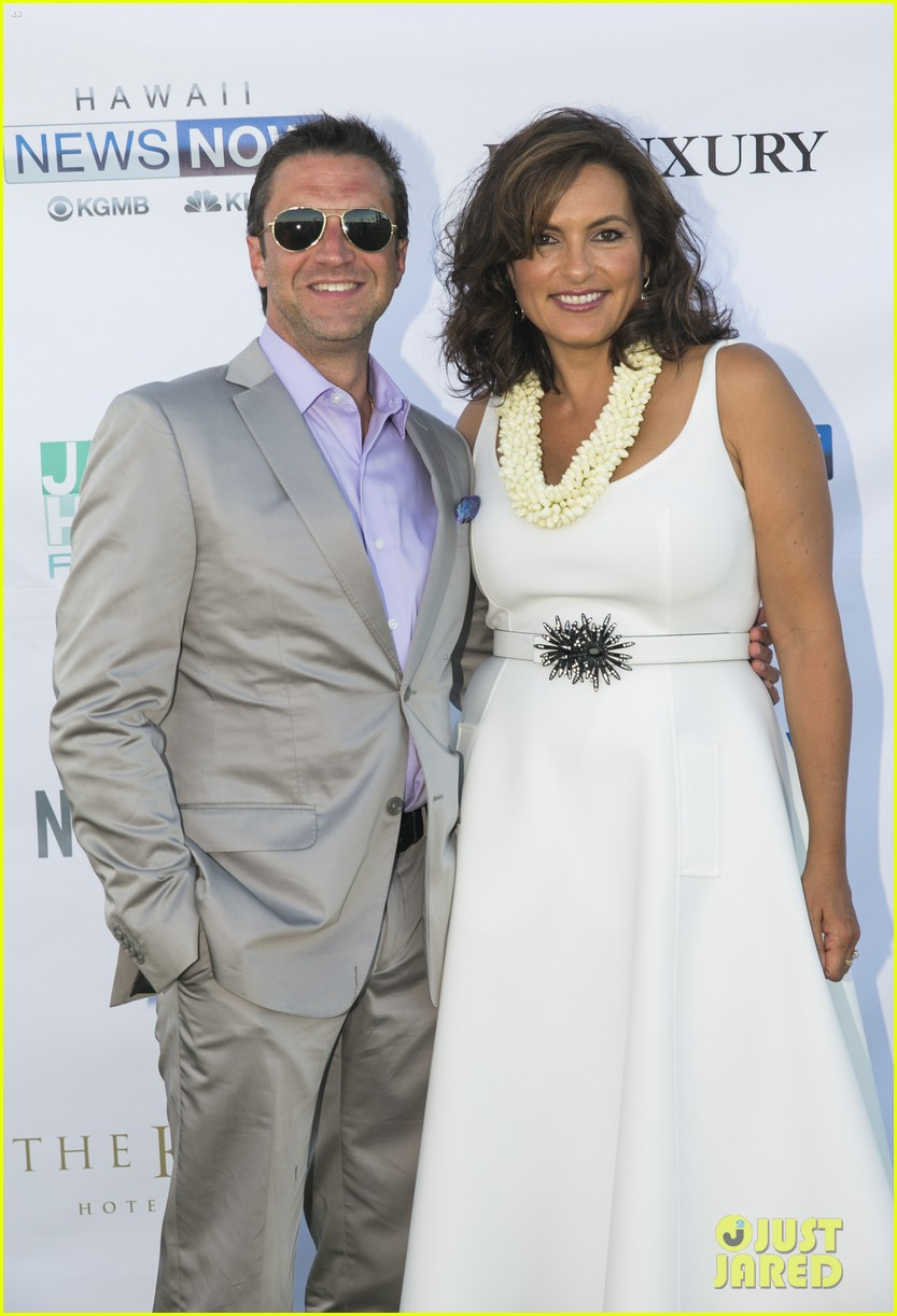 mariska hargitay finds joy in hawaii with hubby peter hermann 083187530