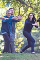 anne hathaway does tai chi with robert de niro again 09