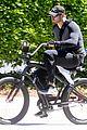 kellan lutz bikes around venice beach 10