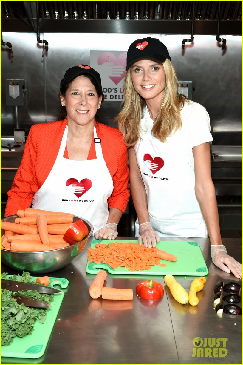 heidi klum supports joan rivers favorite charity 033189611