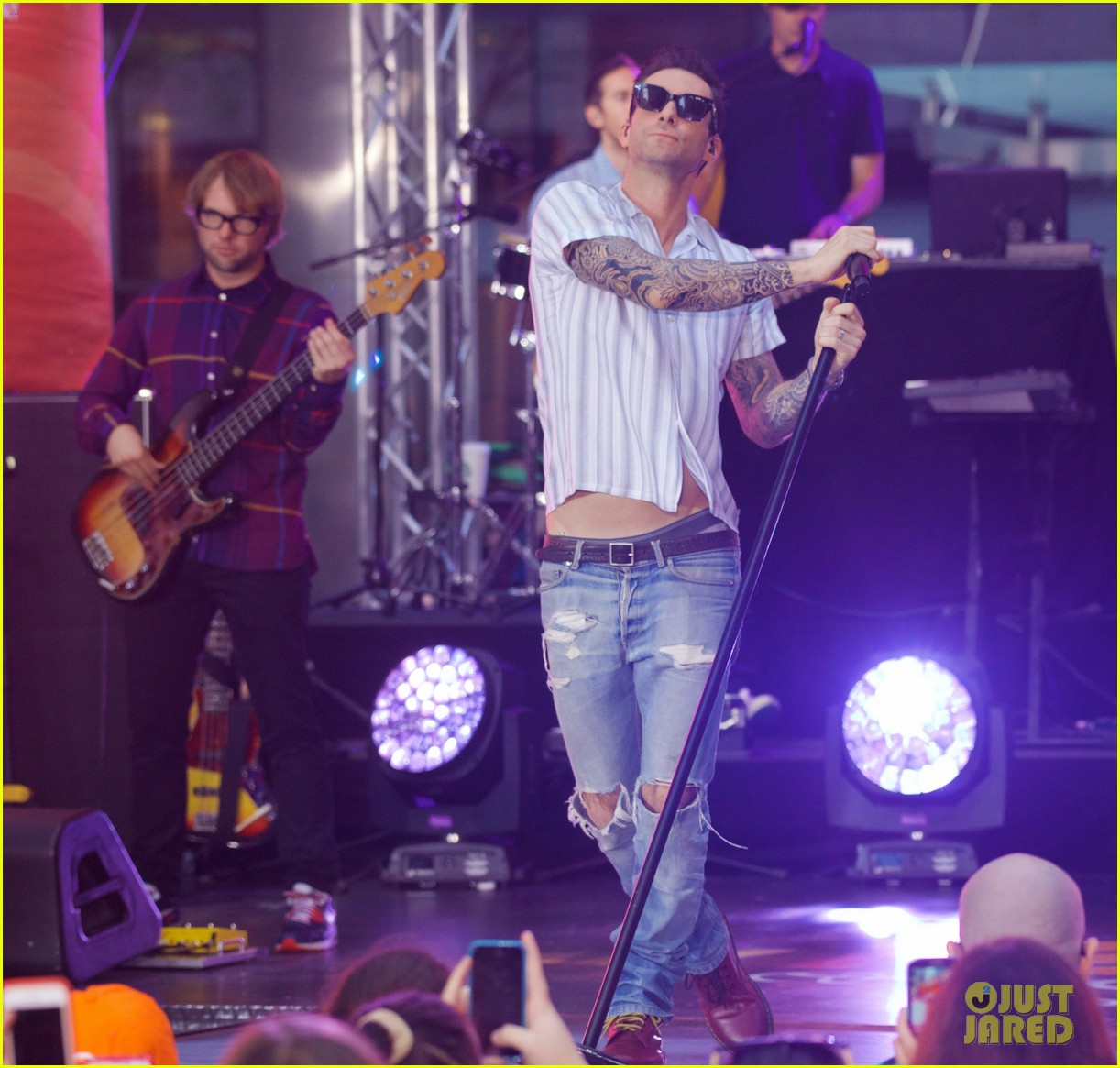 adam levine performs maps with maroon 5 today show 11