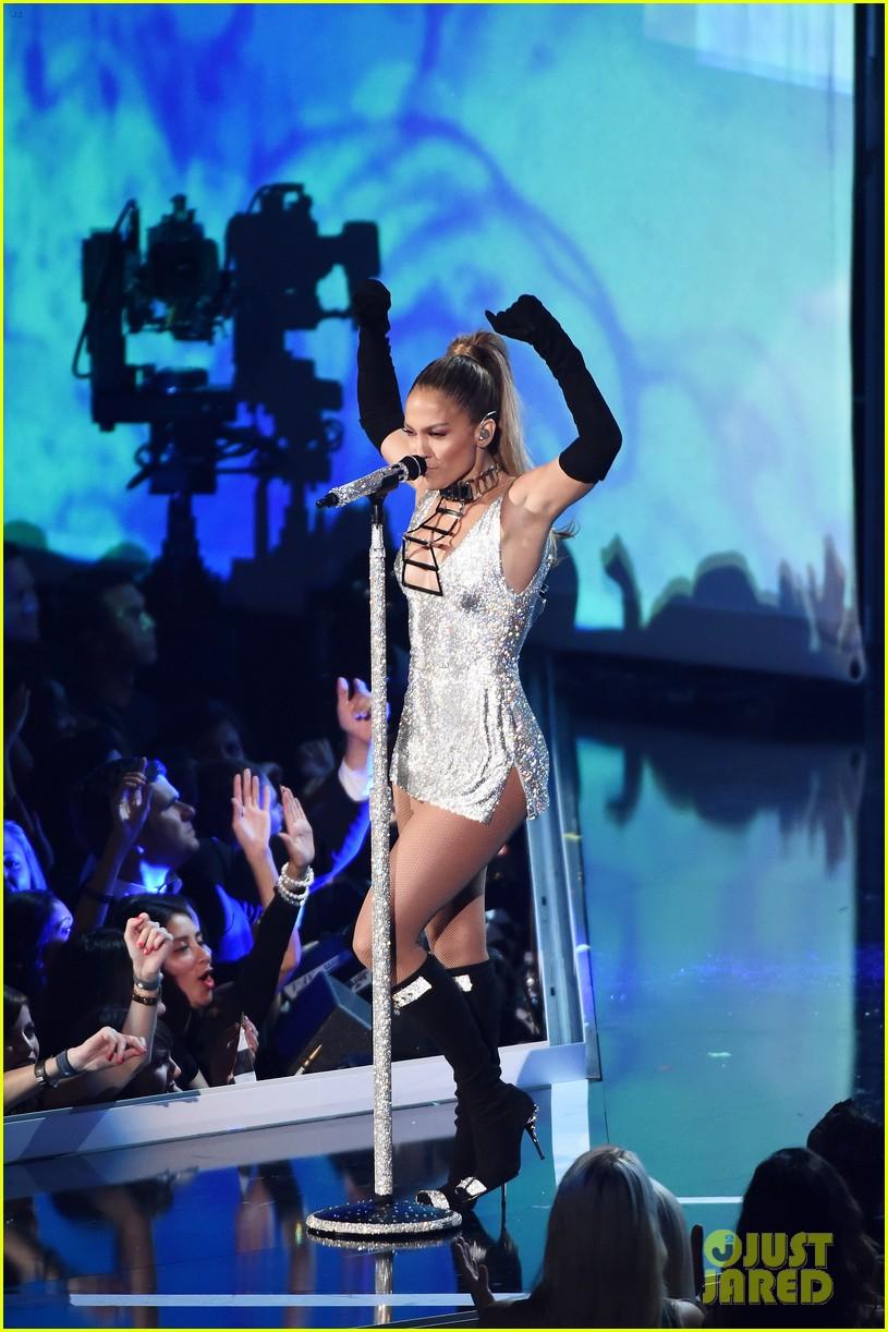 Jennifer Lopez Shows Off Big Booty At Fashion Rocks 2014