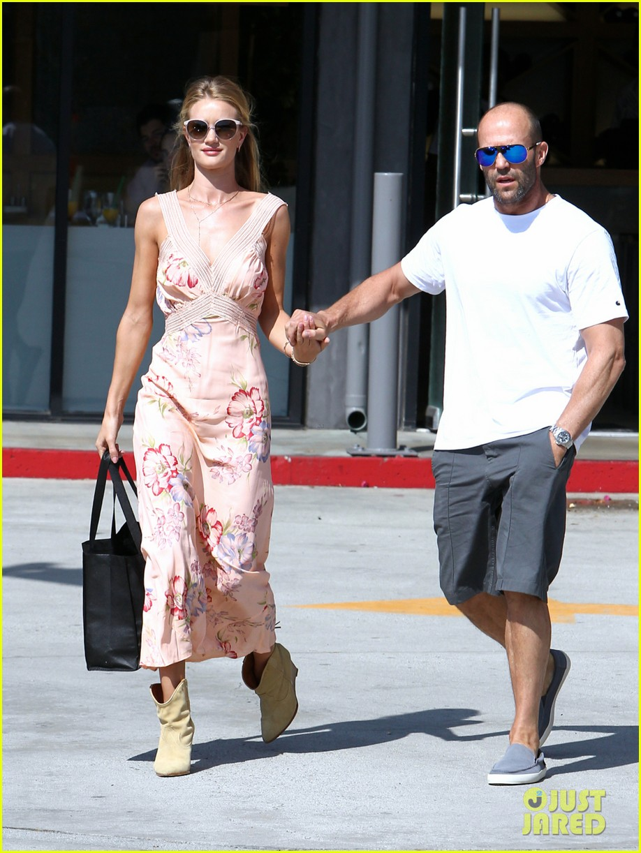 rosie huntington whiteley jason statham hold hands labor day weekend 093187254