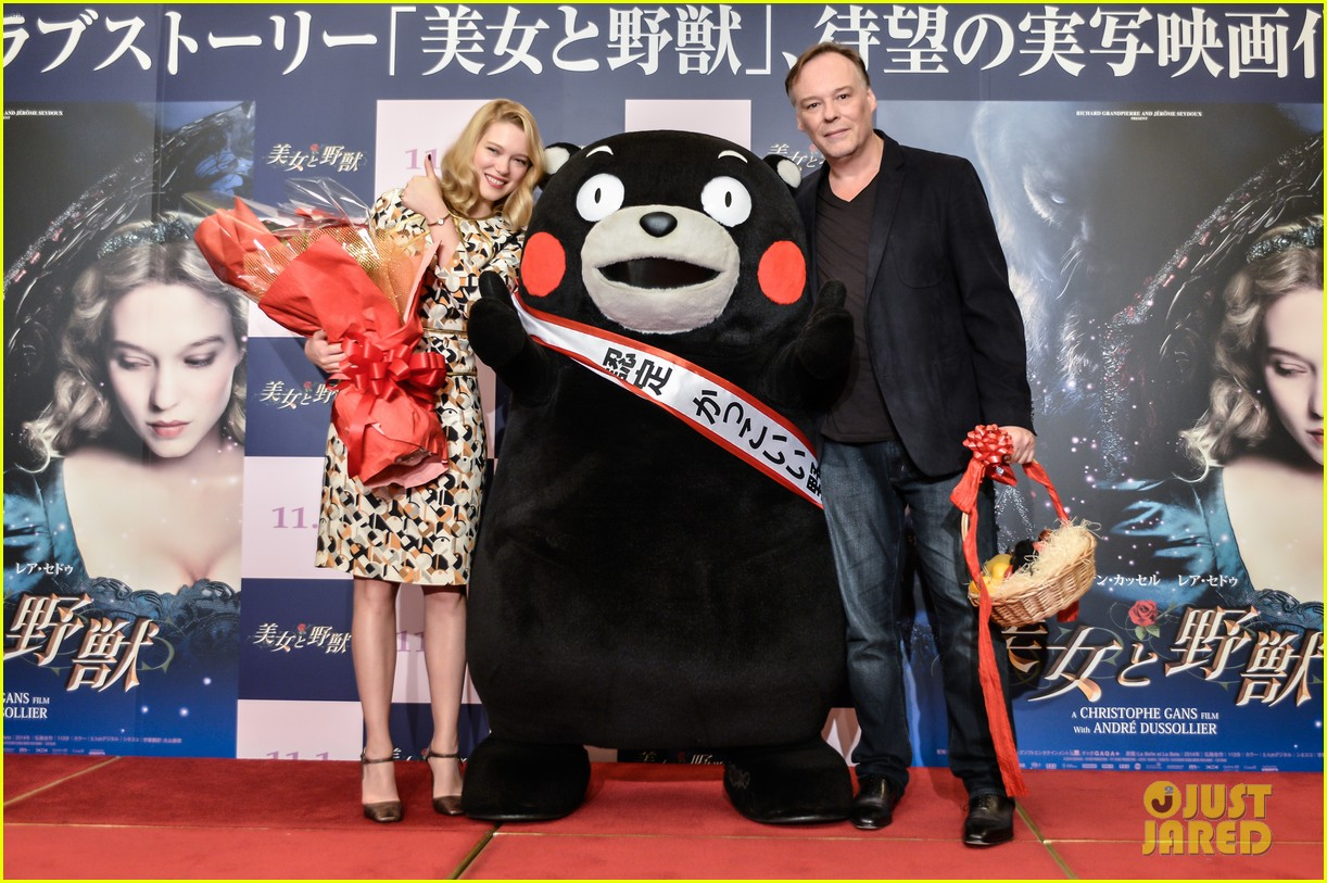 lea seydoux snuggles mascot kumamon at beauty and the beast 073189032