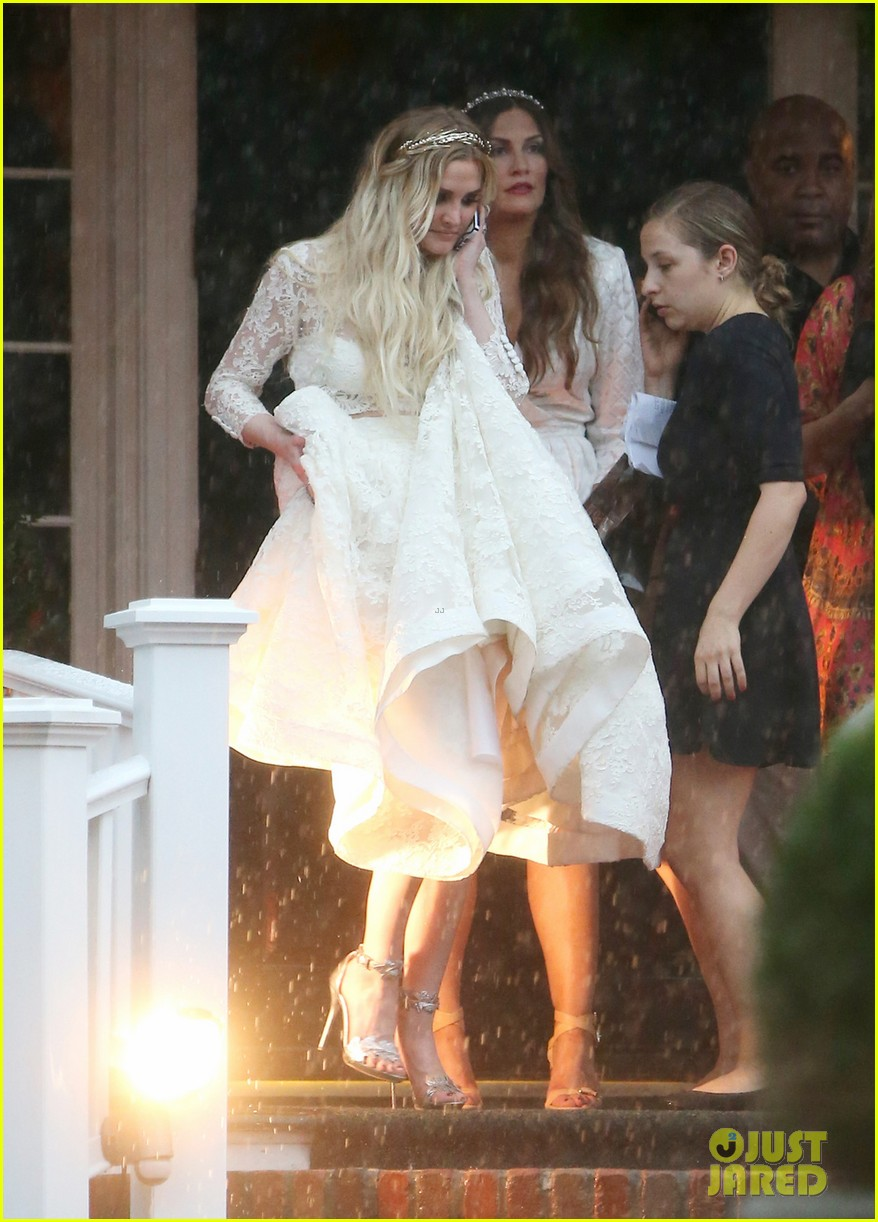 Ashlee simpson 39 s wedding dress revealed see pics from for Jessica simpson wedding dress
