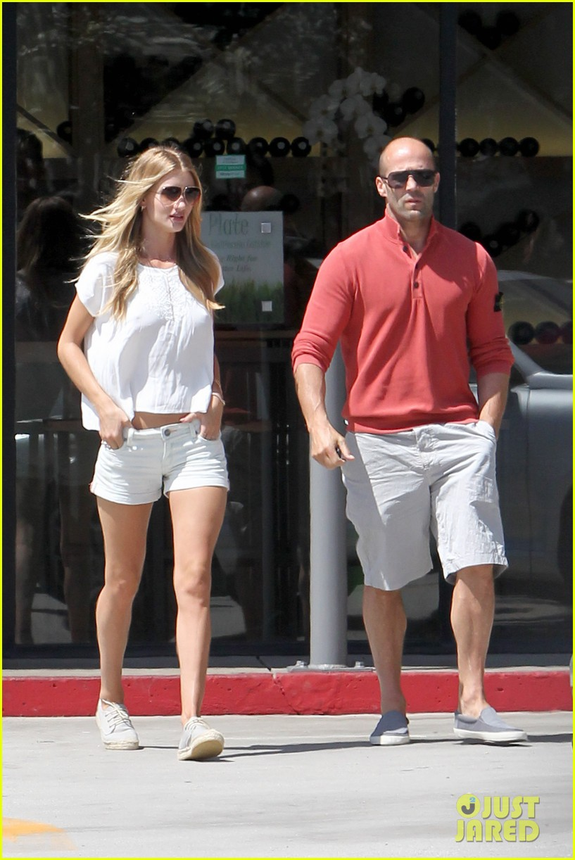 rosie huntington whiteley jason statham grab brunch in malibu 04