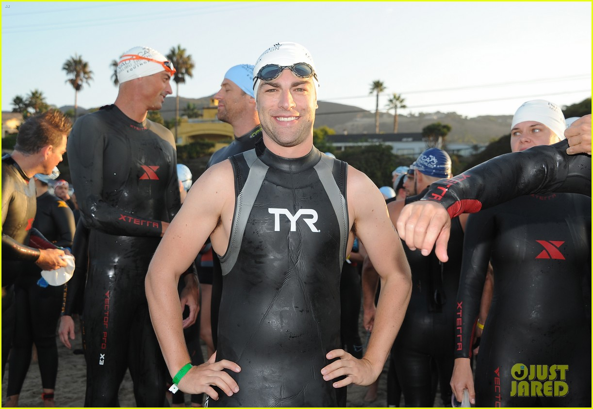 geoff stults colin egglesfield shirtless nautica triathlon 09