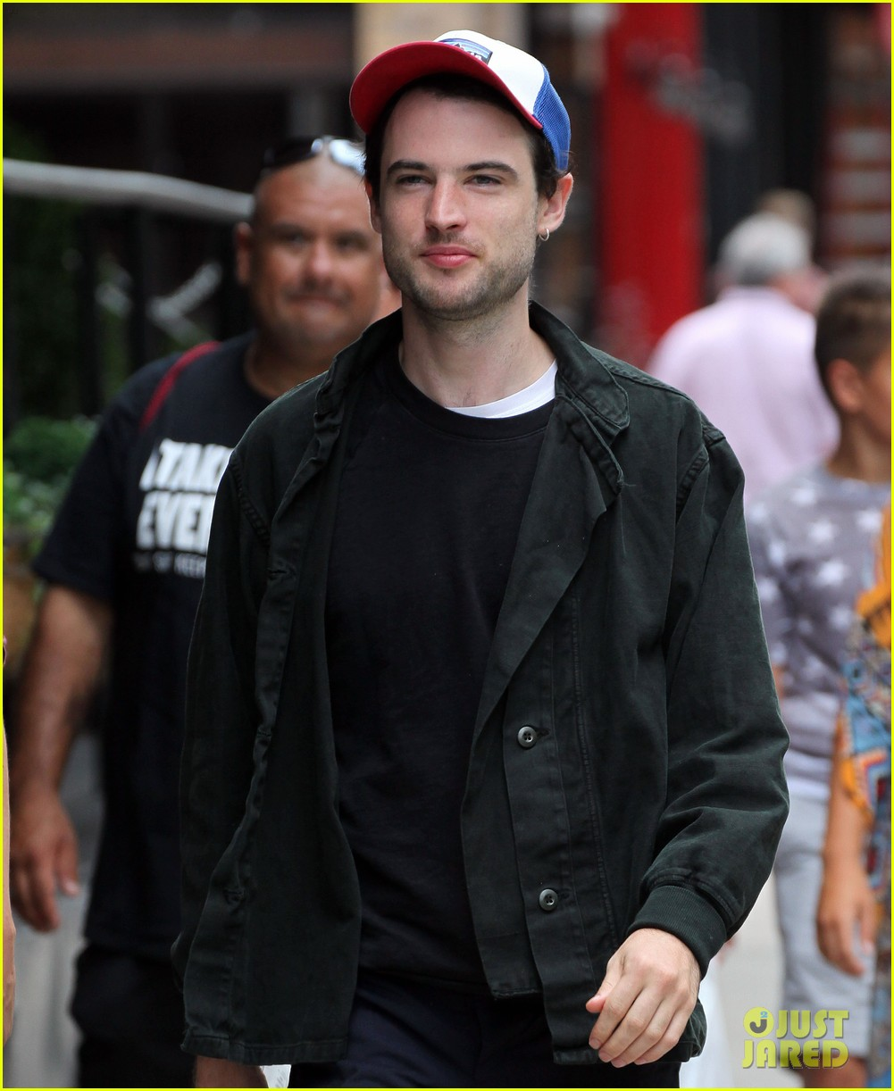 tom sturridge goes clean shaven in new york city 04