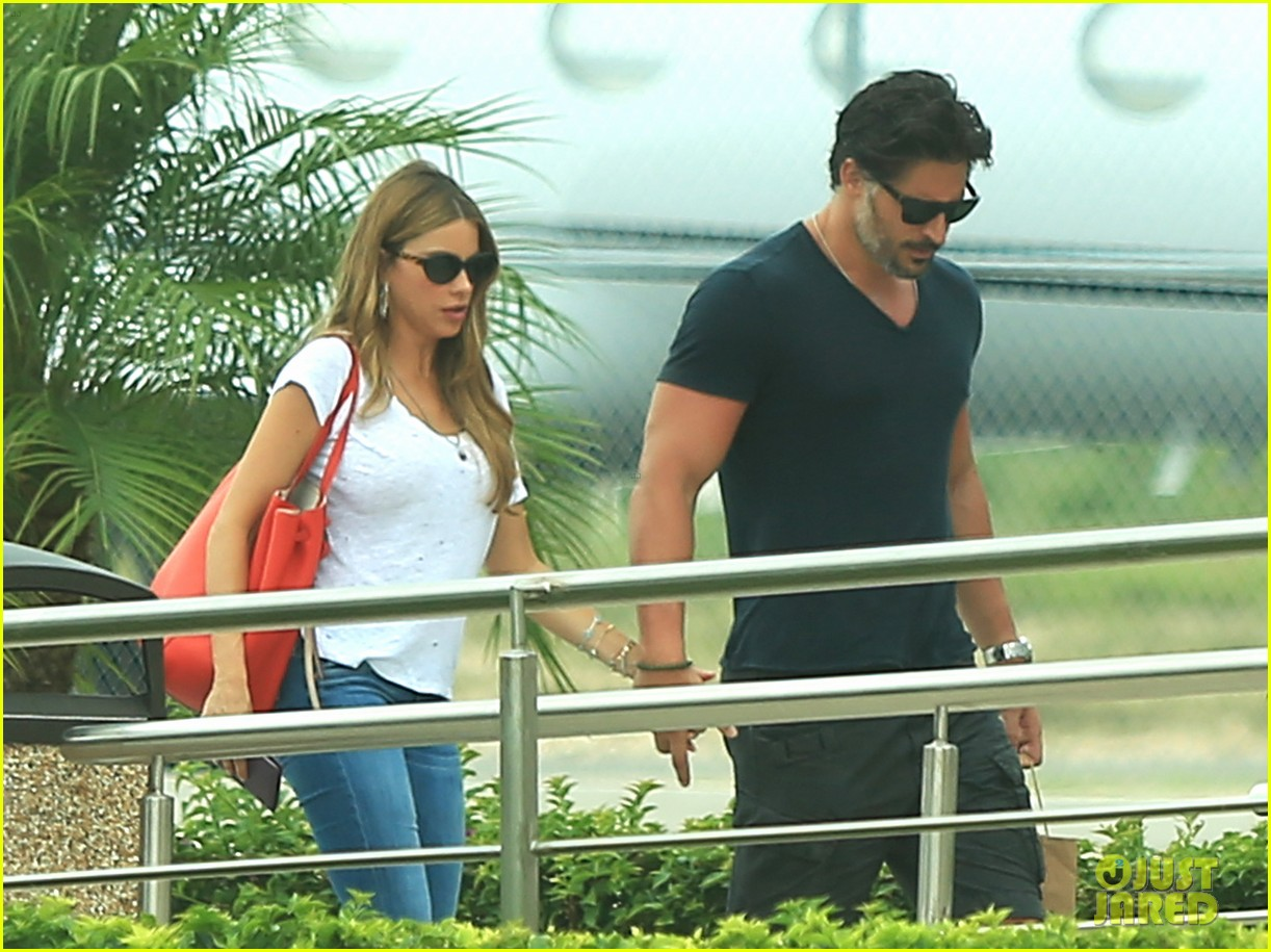 sofia vergara joe manganiello hold hands after romantic getaway 123187675