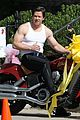 mark wahlberg muscles look so pumped up on ted 2 set 05
