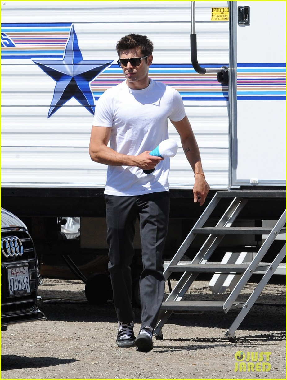 zac efron switches suit we are your friends set 013188083