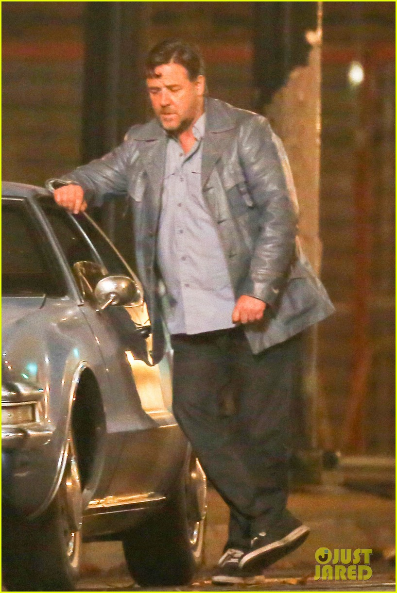 Full Sized Photo of ryan gosling russell crowe night shoot ... Ryan Gosling