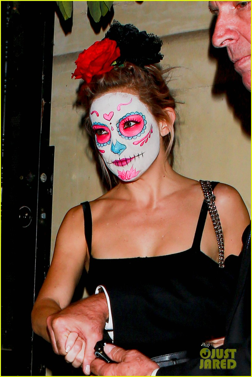 kate hudson ashley benson sport mexican death masks at halloween party photo 3227300 2014 halloween ashley benson kate hudson matthew bellamy - Halloween On The Hudson