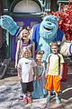 gwen stefani her kids meet sully at disneyland 01