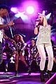 gwen stefani pharrell williams close out we can survive concert 03