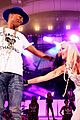 gwen stefani pharrell williams close out we can survive concert 10