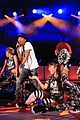 gwen stefani pharrell williams close out we can survive concert 16