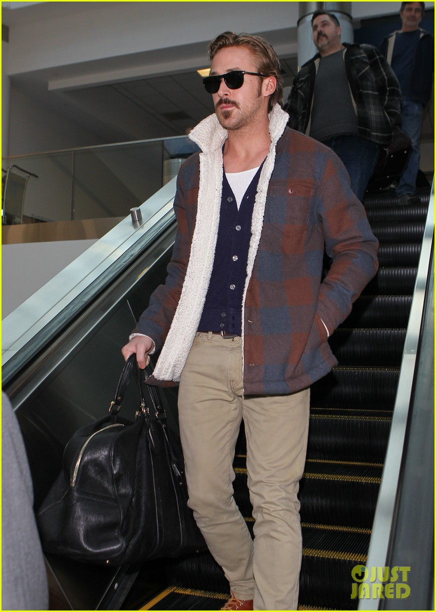ryan gosling jets to los angeles after nice guys scenes 293243206
