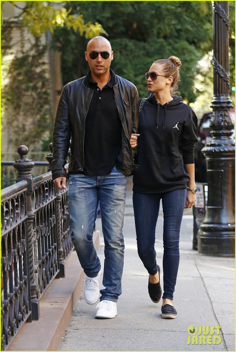 Hannah Davis with cool, Boyfriend Derek Jeter