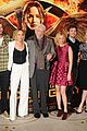 jennifer lawrence liam hemsworth mockingjay photo call london 11
