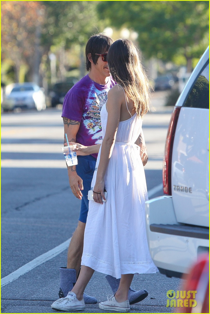 Anthony Kiedis Spends Thanksgiving with 20-Year-Old Girlfriend Helena ...