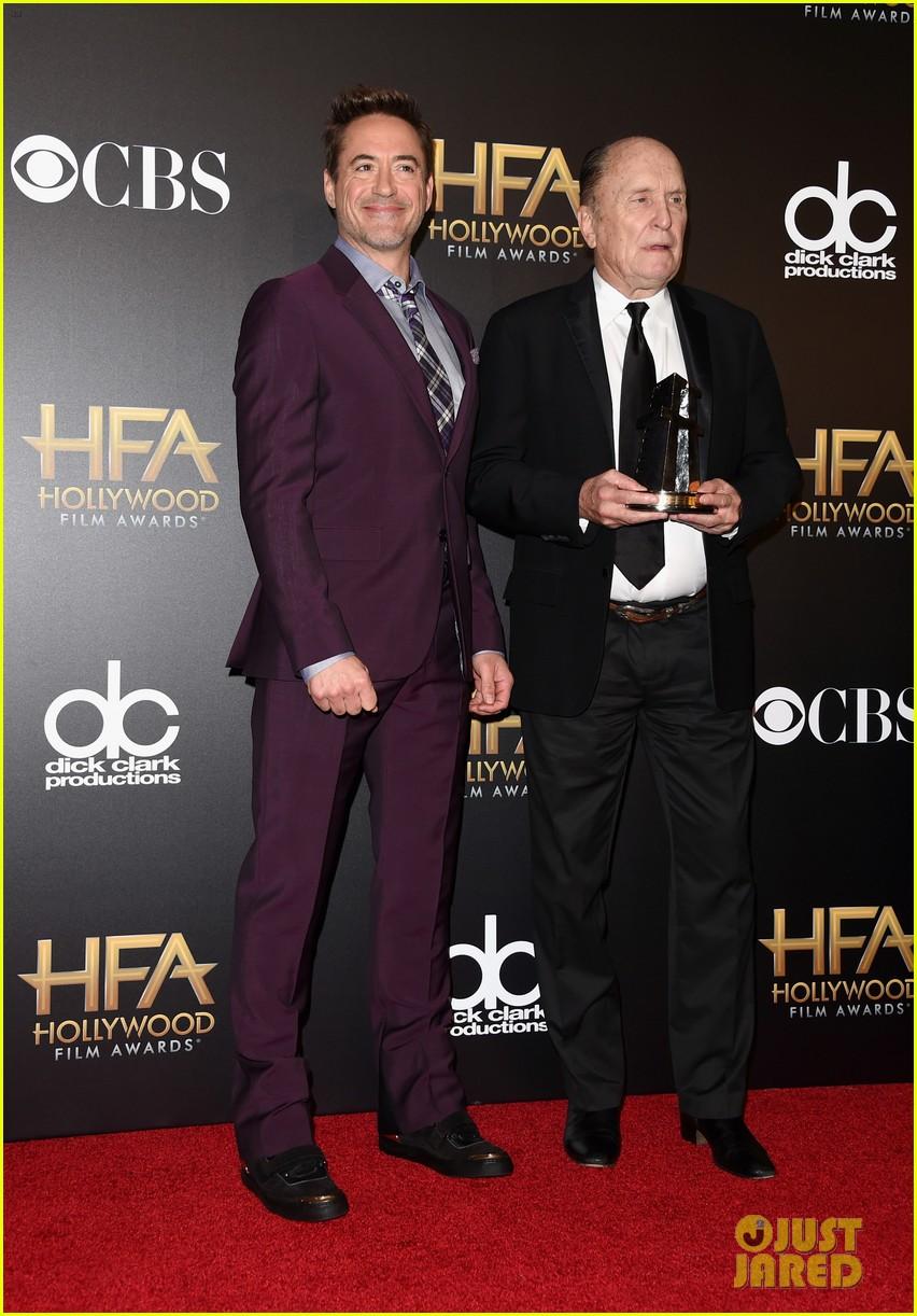 http://cdn04.cdn.justjared.com/wp-content/uploads/2014/11/rdj-hfas/robert-downey-jr-film-awards-2014-09.jpg