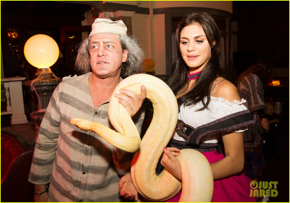 britt robertson liana liberato go wild with a snake at just jareds halloween party photo 3234160 2014 halloween 2014 just jared halloween party - Wild Halloween Party